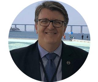 Professor do MBA em Liderança e Gestão Pública do CLP (2019), Eduardo Deschamps já foi Secretário de Estado da Educação de Santa Catarina (2012-2018) e presiden