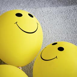 balões amarelos com smile