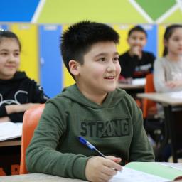aluno engajado em sala de aula