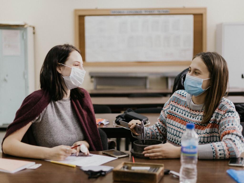 gestoras escolares em reunião