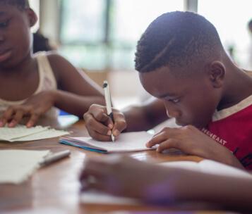 aluno escrevendo