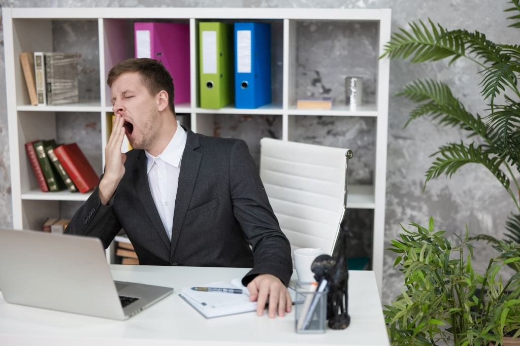 6 mistakes managers make during  1 on 1 meetings | peopleHum