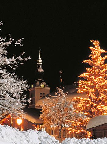 Illumination du sapin - Plage du village Megève - Hôtel Mont-Blanc