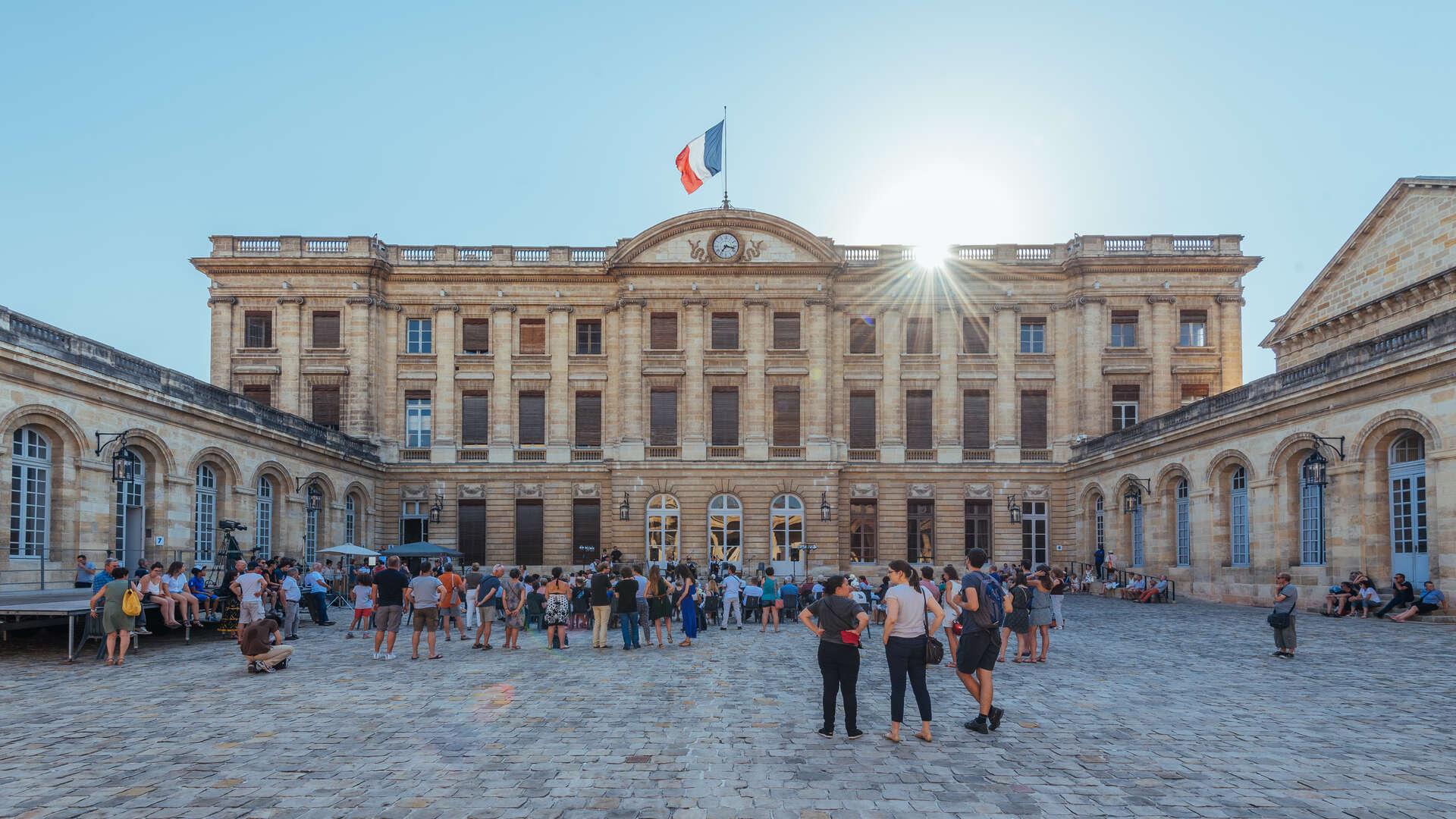Investir Hôtel de Ville - Quinconces Bordeaux