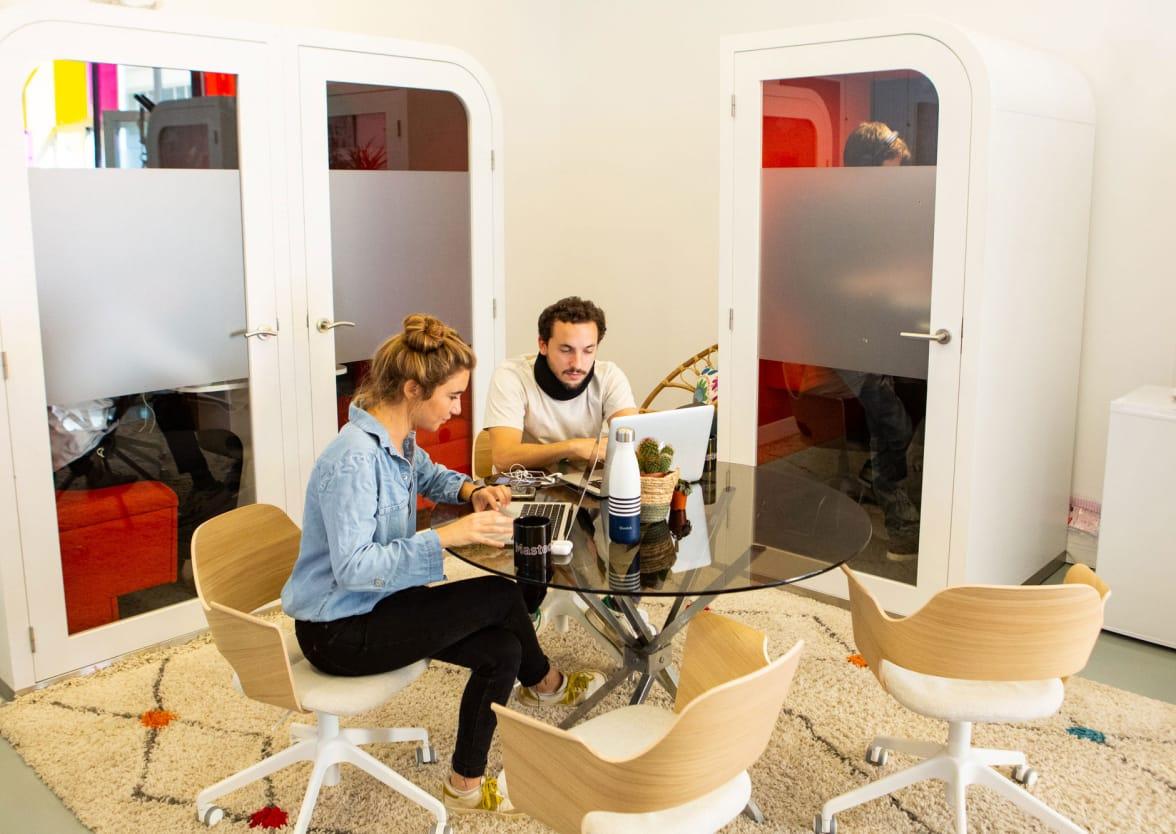 Photo des bureaux de Masteos dans une salle de réunion